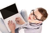 Młody człowiek zadowolony z laptopa — Zdjęcie stockowe