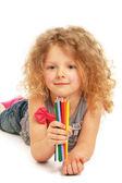 快乐的小女孩,用铅笔在家里绘图 — 图库照片