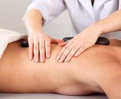 Mujer atractiva recibiendo tratamiento en el spa, — Foto de Stock