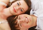Młoda para na podłodze — Zdjęcie stockowe