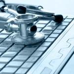 Stethoscope on silver laptop — Стоковое фото