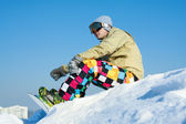 Snowboarder sitting on a ski slope. — Foto Stock