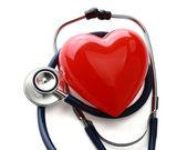 Un corazón con un estetoscopio — Foto de Stock