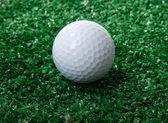 Grama de ower verde de bola de golfe — Fotografia Stock