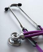 Stetoskop na biały, zbliżenie — Zdjęcie stockowe