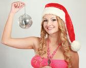 女人戴着圣诞老人帽子 — 图库照片