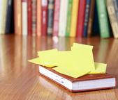 Książki z naklejkami — Zdjęcie stockowe