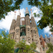 Sagrada Familia from green park and trees — Stock Photo