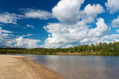 Sandy beach and forest in Ivalo next to Ivalo river — Stock Photo