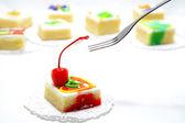 Práctica con cereza de la torta — Foto de Stock