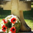 A Gravestone With Flowers — Stock Photo