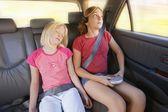 Mädchen in einem auto — Stockfoto