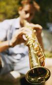 Man spielt sopran-saxophon — Stockfoto