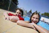 Ragazze in piscina — Foto Stock