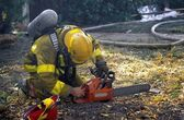 Fireman Starting Chainsaw — Stockfoto