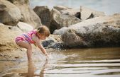 Child Splashes In The Water — Stock Photo
