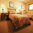 A Bedroom With Two Twin Beds — Stock Photo