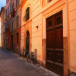 Bicycles On Street In Front Of Buildings Rome Italy — Foto de Stock
