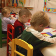Many Children Drawing Pictures In A Kindergarten Class — Zdjęcie stockowe