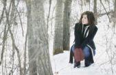 женщина в лесу — Стоковое фото