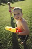 Children Playing In The Park With Water Pistols — Stok fotoğraf