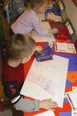 рисунки хэллоуин в классе детей дошкольного возраста — Стоковое фото