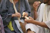 Dos personas que comen — Foto de Stock