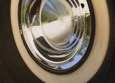 White-Walled Tire And Chrome Hub Cap — Stock Photo