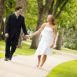 Couple Walk Hand In Hand — Stock Photo