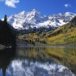 Maroon Bells Peaks And Fall Aspens Reflected In Maroon Lake, Maroon Bells-Snowmass Wilderness — Stock Photo #31687601
