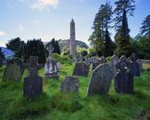 Old Gravestones And Tower Of St. Kevin's Church, Historic Glendalough Monastery — Photo