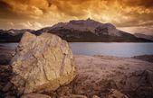 Rocky Shore And Lake — Stock Photo