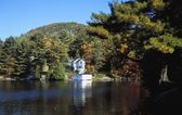 A Beautiful Lakefront Property — Stock Photo