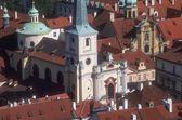 Letecký pohled nad střechy mala strana praha česká republika — Stock fotografie