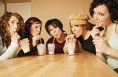 A Group Of Girls Drinking Milkshakes — Stockfoto