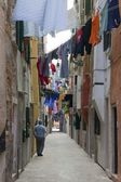 Narrow Pedestrian Street With Hanging Laundry — Stock Photo