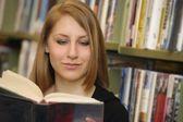 Student Reading — Stockfoto