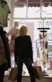 Lojas de vestido de mulher — Fotografia Stock