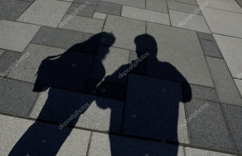 Ombra di due persone in piedi foto stock designpicsinc for Piani di fattoria di 2000 piedi quadrati