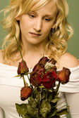 Young Woman With Withered Roses — Stock Photo