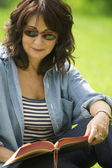 Lady Reading In The Park — Stock Photo