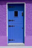 Purple Wall Blue Door — Stockfoto