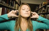 étudiant, écouter de la musique — Photo