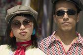 Giovane coppia con occhiali da sole — Foto Stock