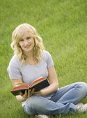 Young Lady Reading In The Park — Stockfoto