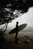 Surfer Looking Out To The Water — Stock Photo
