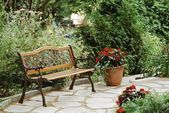 Bench In A Garden Setting — 图库照片