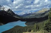 Lake And Mountains In The Canadian Rockies — Stockfoto