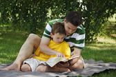 Father Reading To His Son — Stock Photo