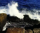 Waves Crashing On Rocky Beach — Stok fotoğraf